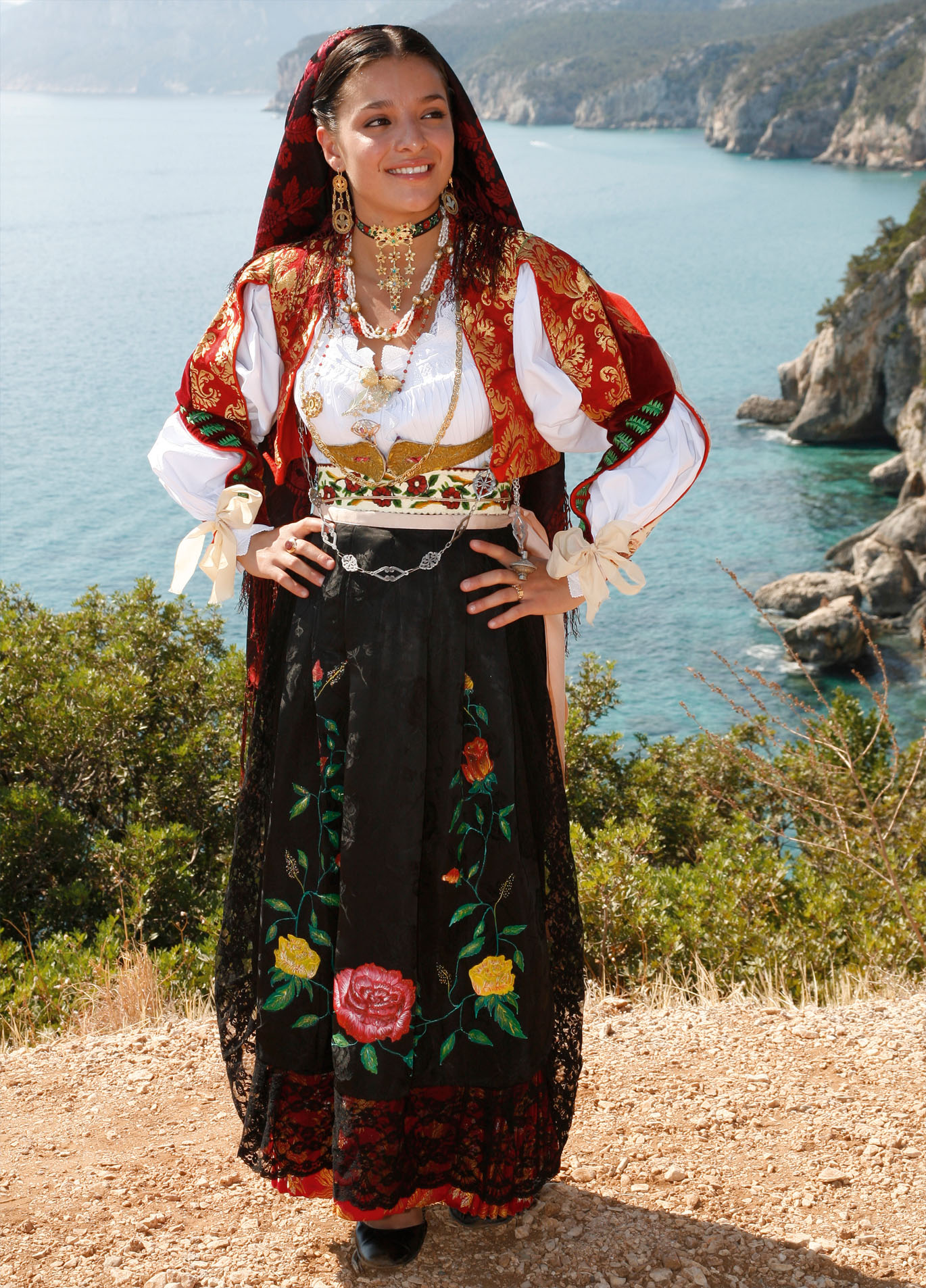 1000+ images about Costumi sardi on Pinterest | Sardinia ...